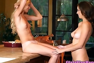 Les couple pussylicking on kitchen cabinet