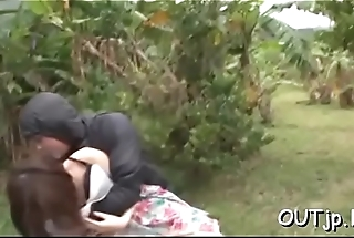 Chunky woman outdoor sex