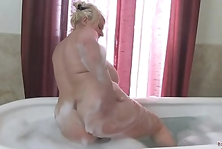 Big Tits Samantha Bathes Boobs