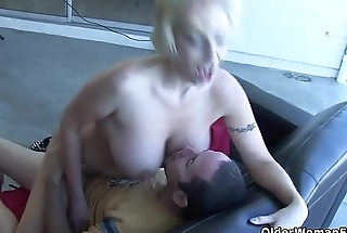 American milf gets facial after a good fuck