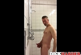 Straight Guys Caught Stroking - DICKHARDER.com
