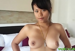 Well-stacked Filipina poses and pleases white tourist using her mouth and body